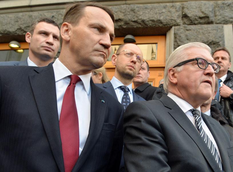 Od lewej: Witalij Kliczko, Radosław Sikorski i szef niemieckiego MSZ Frank-Walter Steinmeier po podpisaniu porozumienia /SERGEI SUPINSKY /AFP