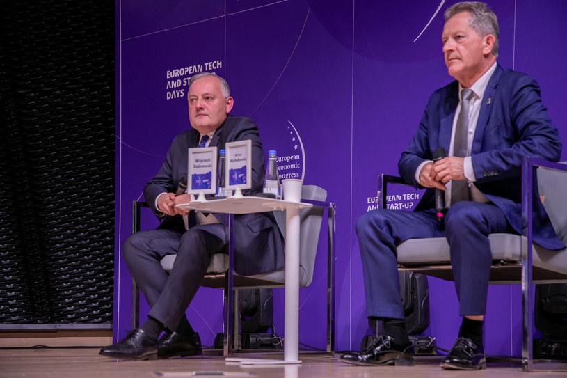 Od lewej:  Wojciech Dąbrowski, prezes PGE i Artur Michałowski p.o. prezesa Tauronu /Fot. Ireneusz Rek /INTERIA.PL