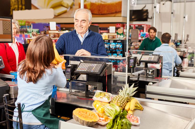 Od maja 2021 r. premie indywidualne dla pracowników Auchan w Polsce wzrosną na stałe o maksymalnie 20 proc. /123RF/PICSEL