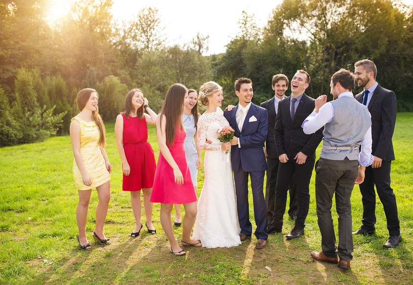Od marca śluby będzie można zawierać również w plenerze /123RF/PICSEL