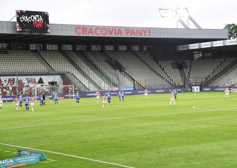 Od meczu z Jagiellonią Białystok (15 czerwca) stadion przy Kałuży nie będzie już świecił pustkami /Jacek Bednarczyk /PAP