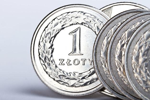 Od napiwków trzeba płacić składki ZUS? /123RF/PICSEL
