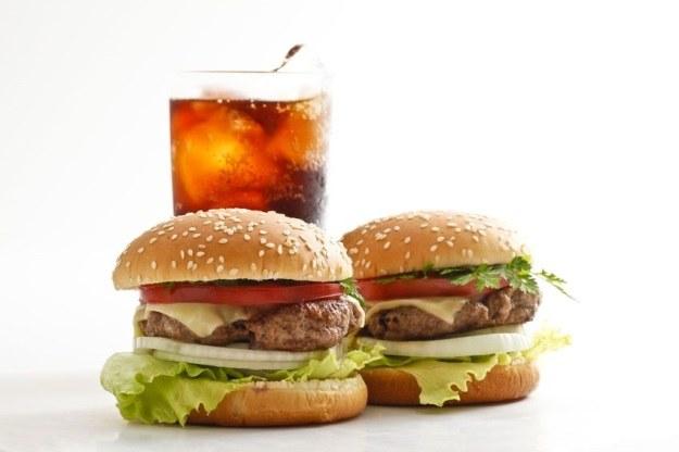 Od niezdrowego jedzenia można zwariować? /123RF/PICSEL