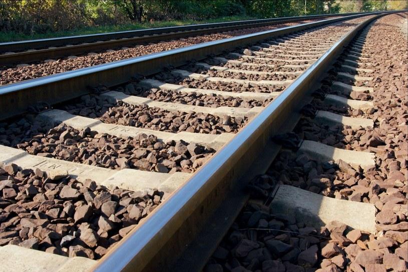 Od pociągu towarowego odłączały się kolejne wagony /123RF/PICSEL