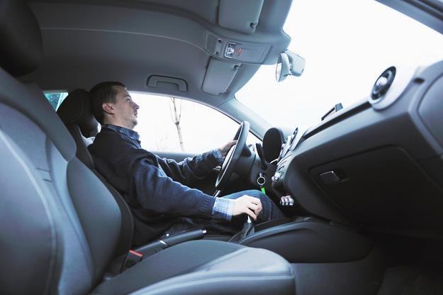 Od początku 2015 r. pracownicy, którzy korzystają z aut służbowych, będą musieli zapłacić podatek od /© Panthermedia