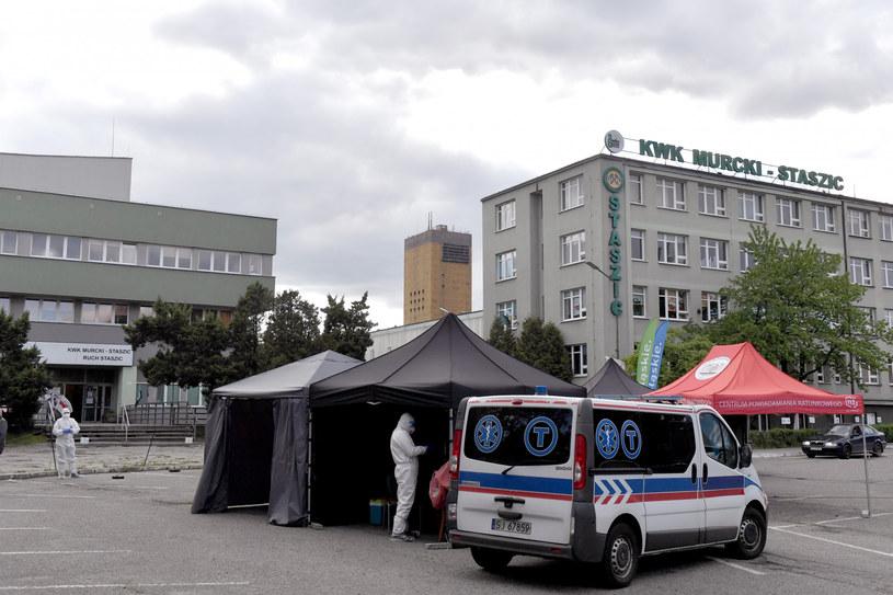 Od początku epidemii do piątku rano potwierdzono zakażenie koronawirusem 4619 górników z kilkunastu kopalń /Łukasz Kalinowski /East News