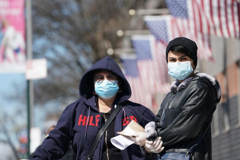 Od początku pandemii koronawirusa na świecie stwierdzono ponad 551,8 tys. zakażeń. / BRYAN R. SMITH /PAP/EPA