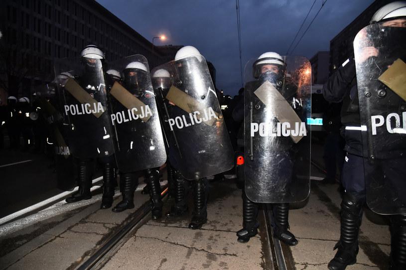 Od początku pandemii koronawirusa zmarło 12 funkcjonariuszy policji /Artur Zawadzki /Reporter