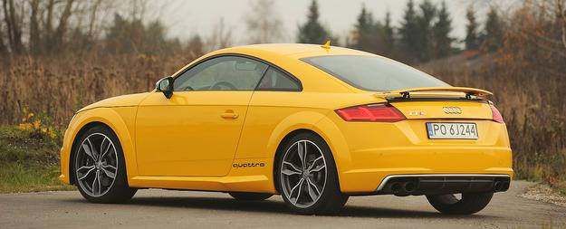 Od początku produkcji (1998 r.) Audi TT ma podobną, charakterystyczną sylwetkę, która ewoluowała z biegiem lat (w ofercie jest 3. generacja). /Motor