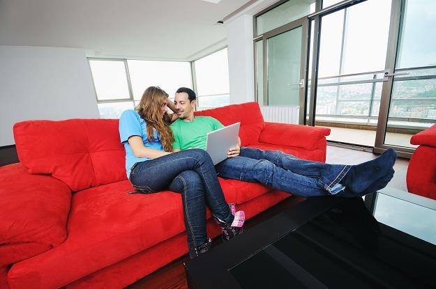 Od pół roku maleją rachunki za mieszkanie... /©123RF/PICSEL