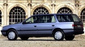Od połowy 1988 roku Peugeot 405 produkowany będzie również w wersji kombi. /Peugeot