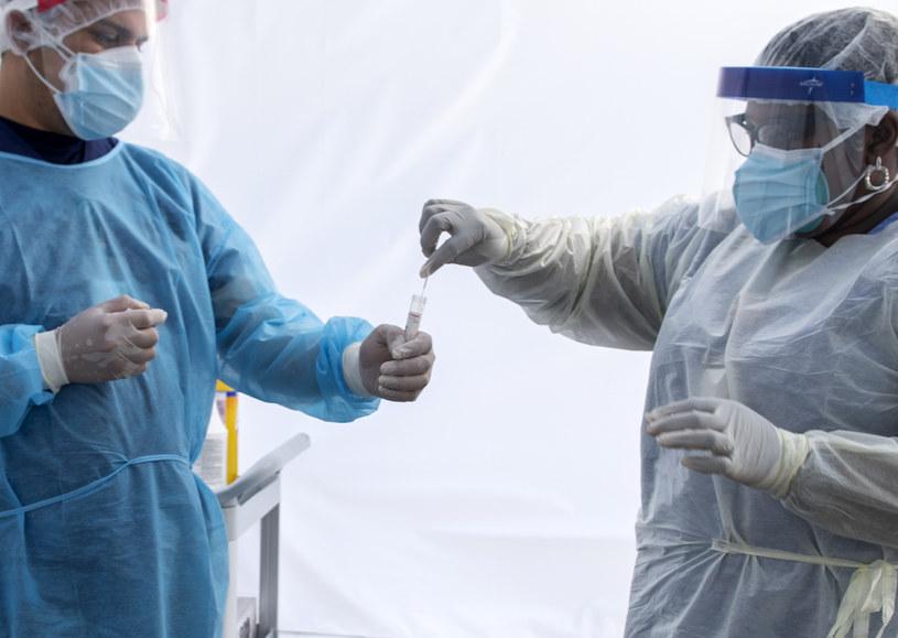 Od połowy czerwca sytuacja epidemiologiczna w USA gwałtownie się pogarsza /Valerie MACON / AFP /AFP