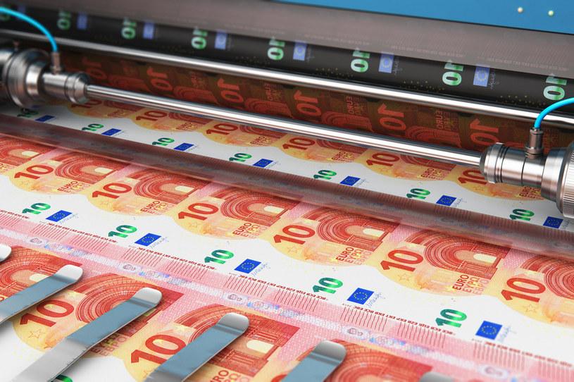 Od ponad dekady trwa globalny festiwal dodruku pieniądza /123RF/PICSEL