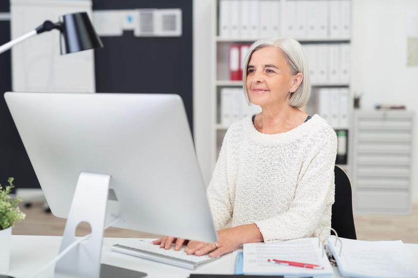Od poniedziałku emeryci mogą więcej dorobić do swoich świadczeń /123RF/PICSEL