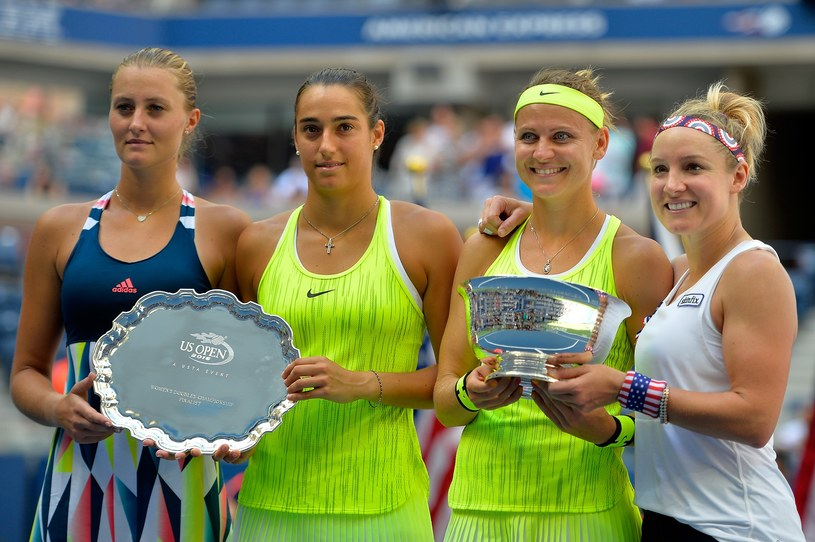 Od prawej: Bethanie Mattek-Sands, Luczie Szafarzova, Caroline Garcia i Kristina Mladenovic. /AFP