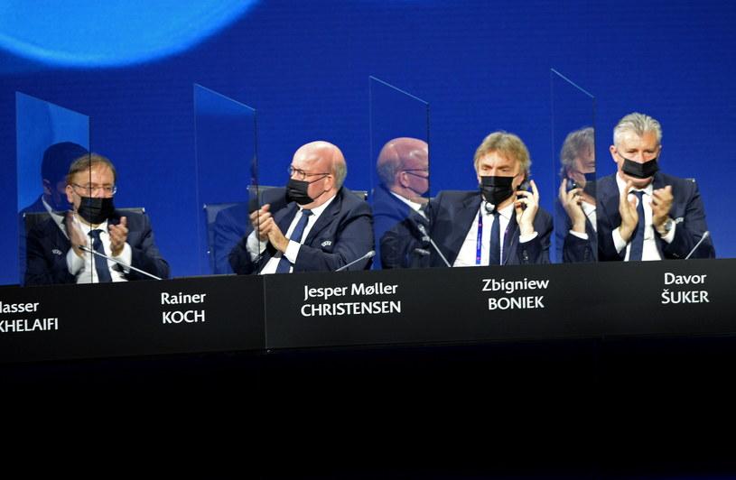 Od prawej: Davor Szuker, Zbigniew Boniek, Jesper Christensen i Rainer Koch na obradach władz UEFA /PAP/EPA