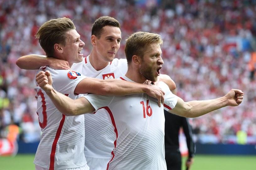 Od prawej: Jakub Błaszczykowski, Arkadiusz Milik i Łukasz Piszczek cieszą się po bramce Kuby /AFP