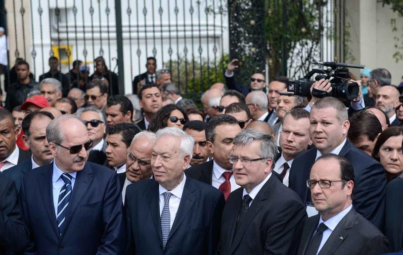 Od prawej: prezydent Francji Francois Hollande, prezydent RP Bronisław Komorowski, prezydent Tunezji Bedżi Kaid Essebsi podczas marszu /Jakub Kamiński   /PAP