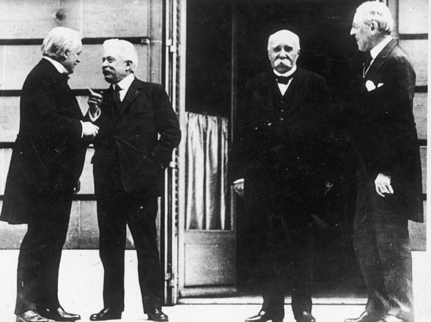 Od prawej: prezydent USA Thomas Woodrow Wilson, premier Francji Georges Clemenceau, premier Włoch Wittorio Orlando, premier Anglii George David Lloyd. /Z archiwum Narodowego Archiwum Cyfrowego
