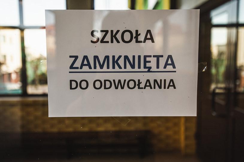 Od środy szkoły mają obowiązek nauczania na odległość (zdjęcie ilustracyjne) /Fot. Karol Makurat/REPORTER /Reporter