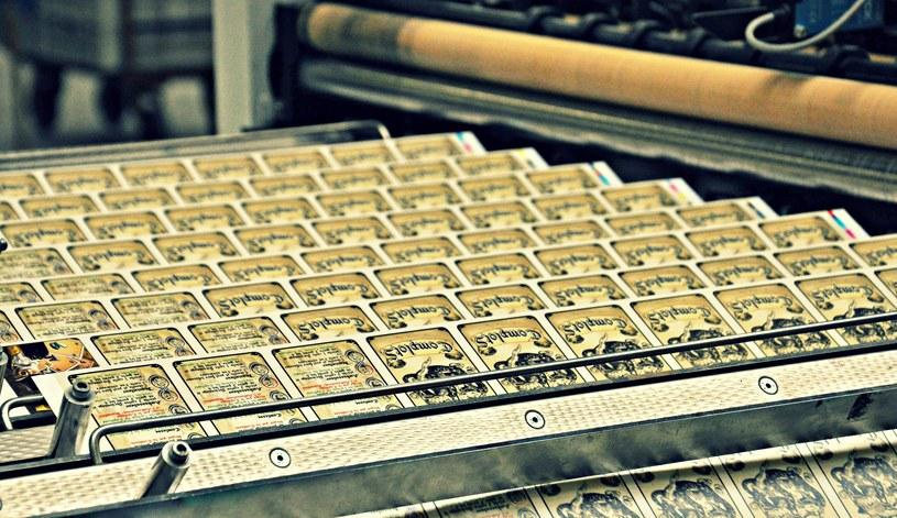 Od surowca po gotową talię. Prześledźcie z nami proces produkcji kart /materiały prasowe