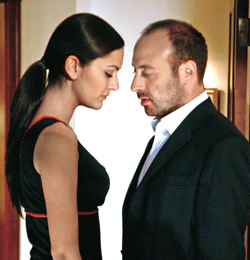 """Od tego serialu wszystko się zaczęło. Na planie """"Tysiąca i jednej nocy"""" narodziła się miłość obojga aktorów. Podczas pełnych namiętności scen nie musieli w ogóle grać /Kurier TV"""
