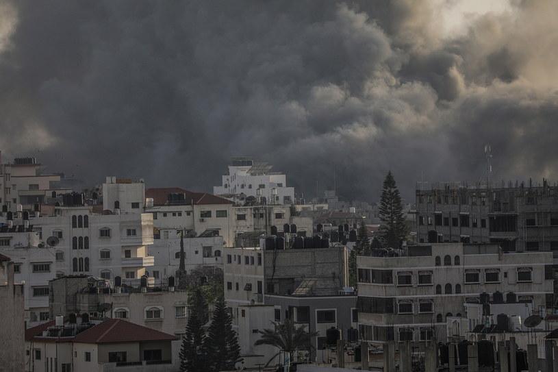 Od ub. piątku w Strefie Gazy zginęło łącznie 23 osoby, w tym osiem cywilnych, a od soboty co najmniej 80 mieszkańców enklawy odniosło obrażenia /MOHAMMED SABER  /PAP/EPA