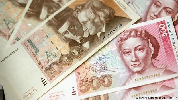 Od wprowadzenia euro w Niemczech upłynęło prawie 17 lat, a marki wciąż pojawiają się w obiegu /Deutsche Welle