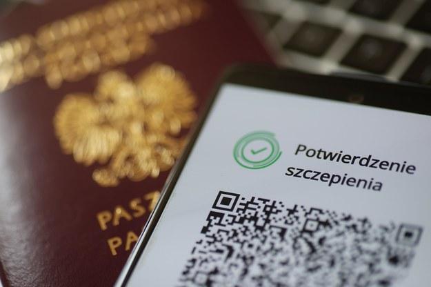 Od wtorku można pobierać Unijne Certyfikaty COVID / Leszek Szymański    /PAP