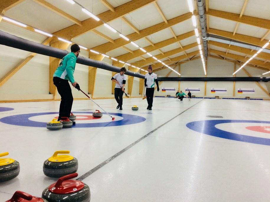 Od wtorku polscy zawodnicy mają do dyspozycji pierwszą, profesjonalną halę do curlingu /Agnieszka  Wyderka /RMF FM
