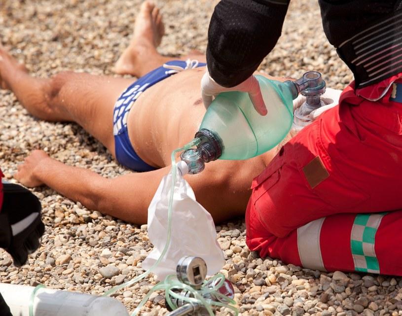 Od zatrzymania akcji serca i oddechu mamy jedynie trzy minuty na podjęcie reanimacji /123RF/PICSEL