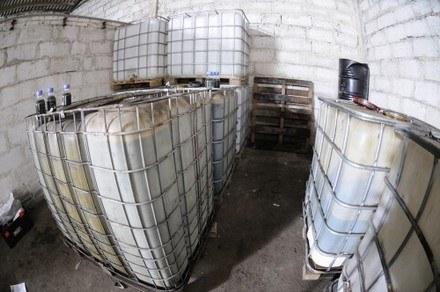Odbarwiony olej opałowy to zabójstwo dla nowoczesnego silnika diesla /Policja