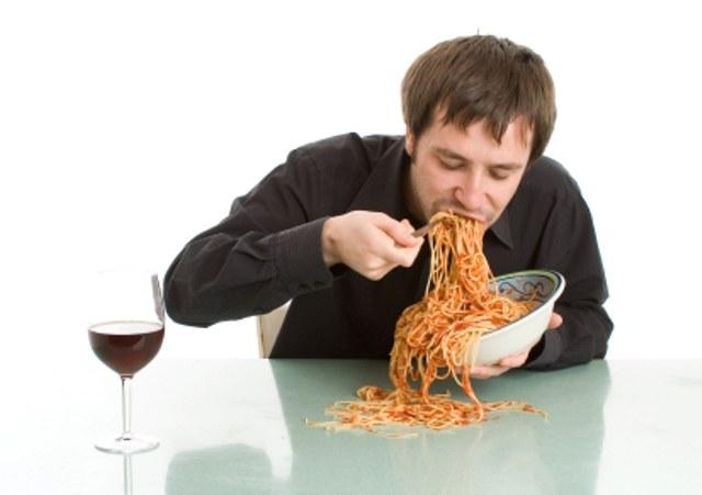 odbijanie po jedzeniu sposoby /© Photogenica