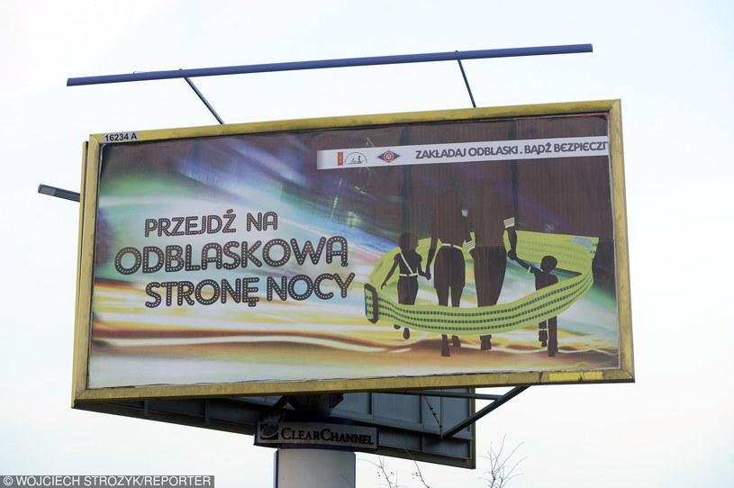 Odblaski to - w terenie niezabudowanym - obowiązek /Wojciech Stróżyk /Reporter