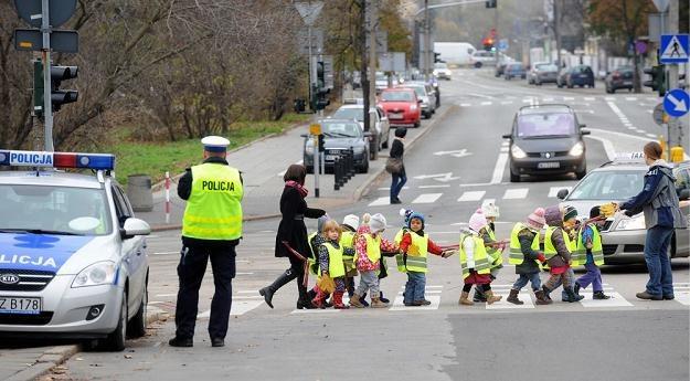 Odblaski znacząco poprawiają widoczność pieszego / Fot: Witold Rozbicki /Reporter