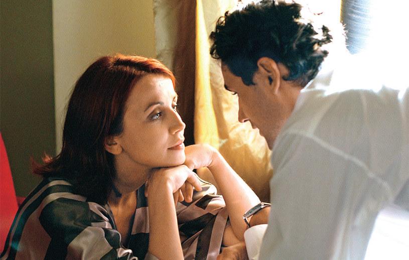 Odc. 1 (2007 r.): Martę – poznajemy w 1. odcinku serialu. Wtedy jeszcze nic nie wskazuje na to, że los wiele razy wystawi ją na ciężkie próby, a jej małżeństwo z Walawskim legnie w gruzach /Świat Seriali