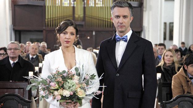 Odc. 2075. Artur zapyta Kingę, czy go zdradziła przed ślubem. Jej odpowiedź go wyprowadzi z równowagi. /Telus /AKPA