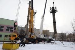 Odcięto skorodowaną część komina w Glinojecku