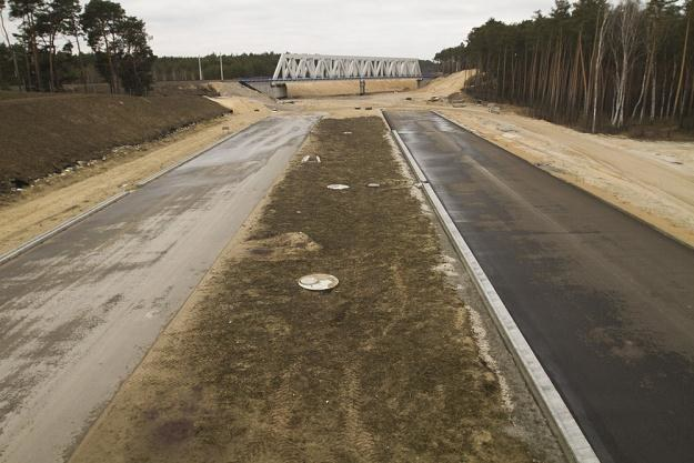 Odcinek Czerniewice-Brzezie miał być gotowy we wrześniu... / Fot: Adam Wysocki /East News