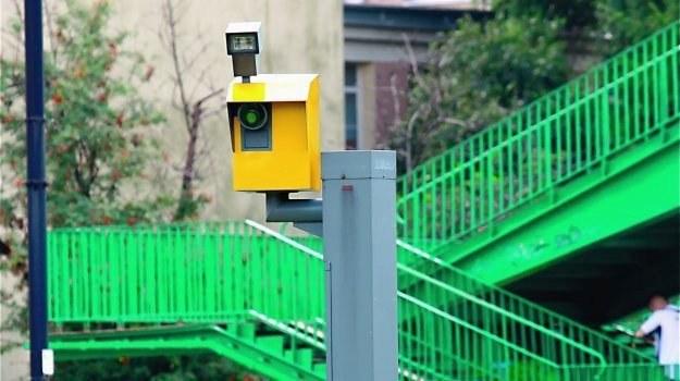 Odcinkowy system pomiar prędkości to kolejny obok fotoradarów i radiowozów z wideorejestratorami sposób na poskromienie temperamentu polskich kierowców. /Motor