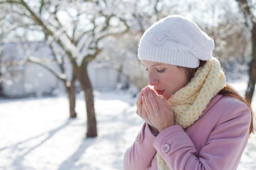 oddychanie zimnym powietrzem /© Photogenica