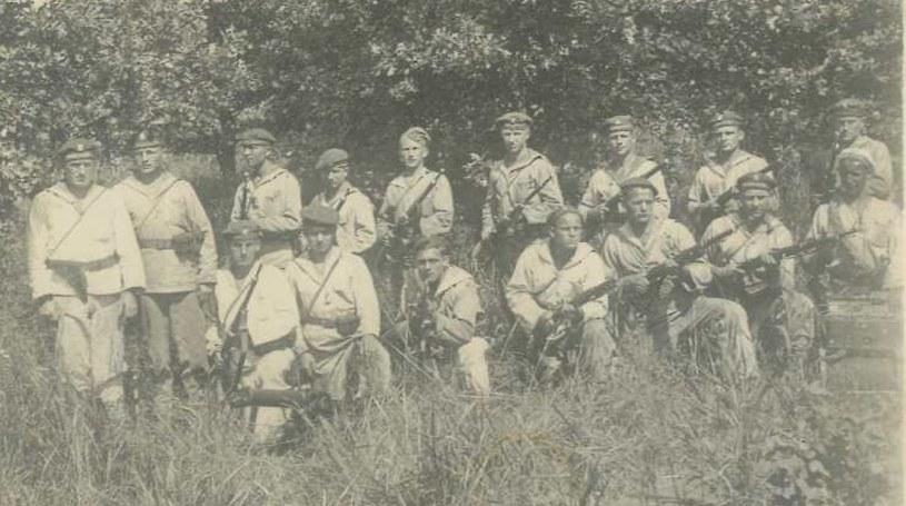 Oddział desantowy Flotylli Pińskiej. Podobnie byli umundurowani marynarze we wrześniu 1939 roku /zbiory S. Zagórskiego /INTERIA.PL
