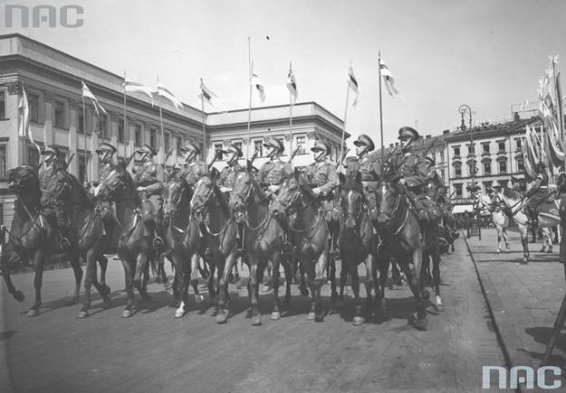Oddział przedwojennej polskiej kawalerii: Zdjęcie z 1939 roku /Z archiwum Narodowego Archiwum Cyfrowego