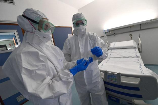 Oddział zakaźny szpitala w Turynie /LUCA ZENNARO /PAP/EPA