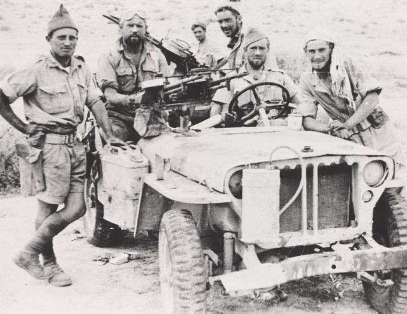 Oddziały specjalne, służące na pustyni, nie przejmowały się zbytnio przepisami mundurowymi. Miało być przede wszystkimwygodnie /Imperial War Museum /domena publiczna
