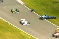 Oderwane koło uderza w głowę Surteesa /