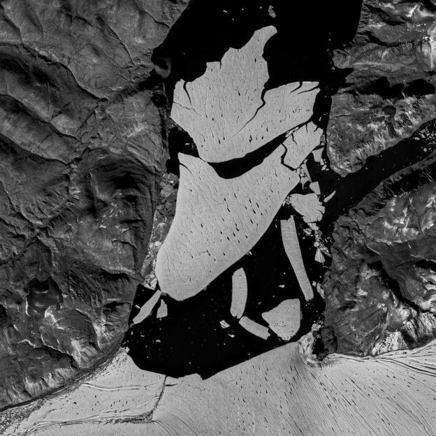 Oderwany fragment lodowca; zdj. satelitarne; źródło: Copernicus/ESA /