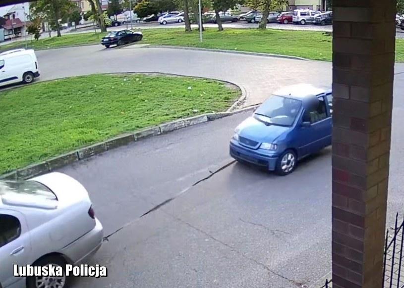 Odholowanie auta uchwyciła kamera monitoringu /