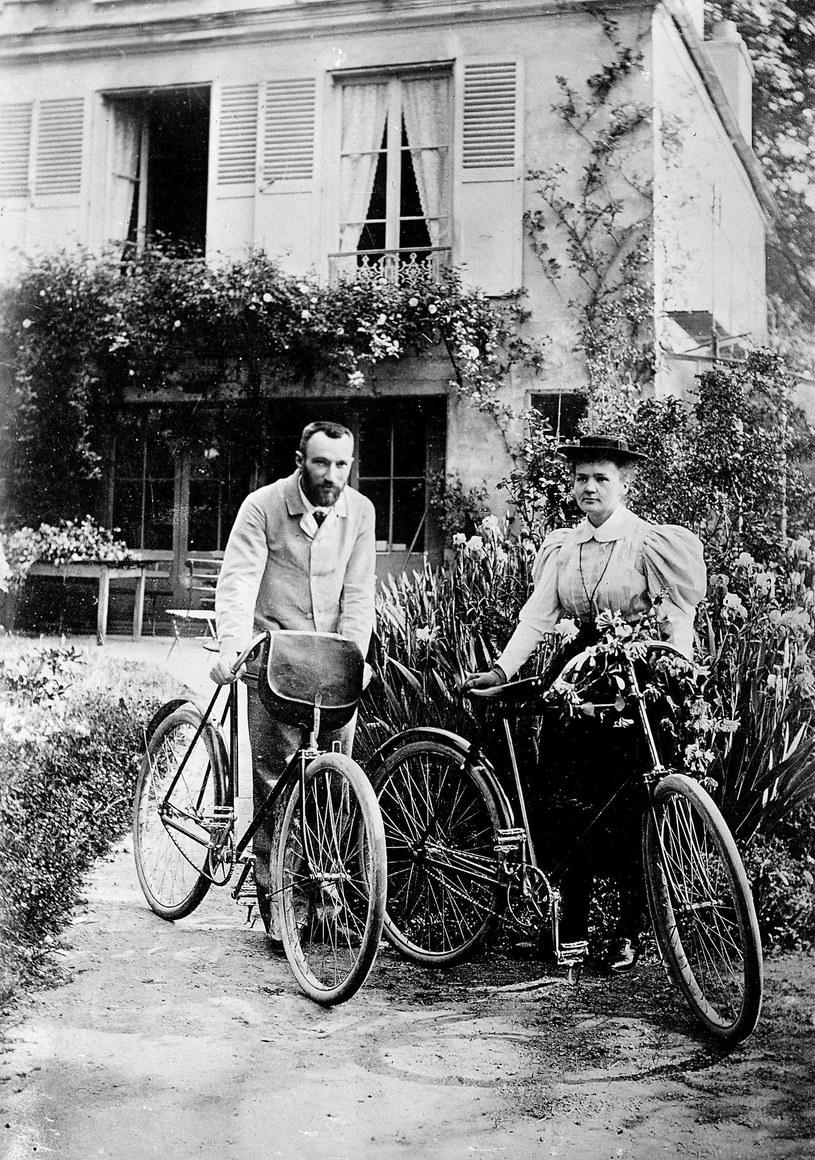 Odkąd Maria i Piotr w prezencie ślubnym otrzymali rowery, stała się to ich ulubiona forma rekreacji. W podróż poślubną też wyruszyli na rowerach /East News