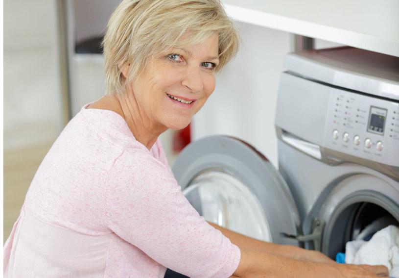 Odkryła sposób na sierść w praniu /123RF/PICSEL